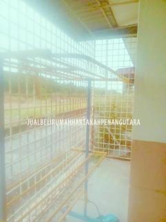 Desa Aman Padang Meha_halaman belakang rumah digrill sepenuhnya