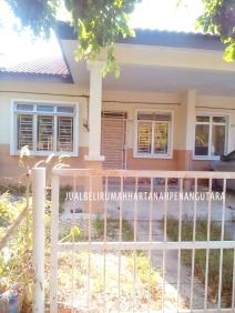 Desa Aman Padang Meha_luar rumah